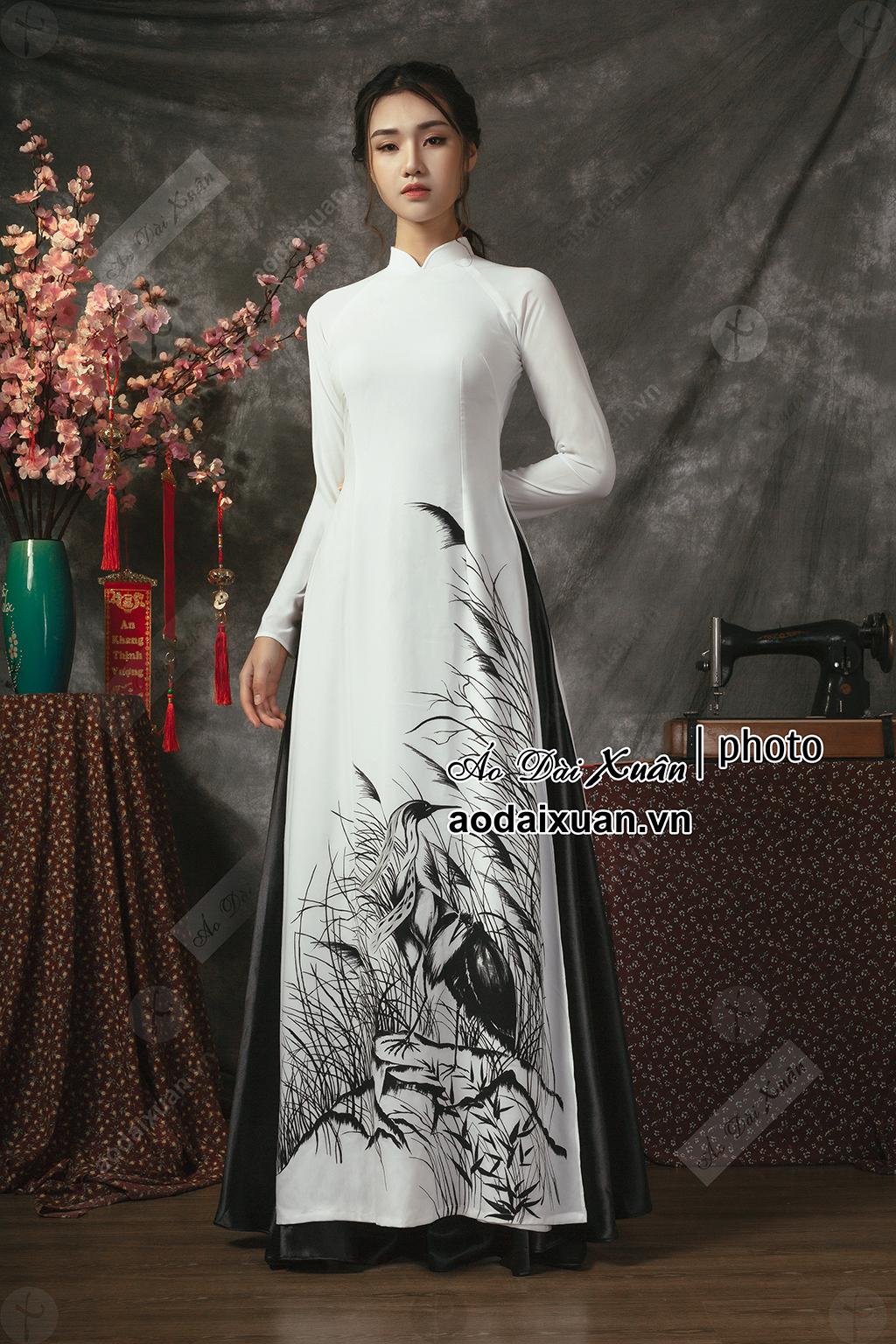 áo dài 4 tà in tranh cỏ lau đen trắng -190108