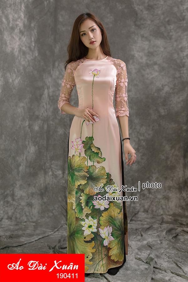 áo dài hồng vẽ tranh hoa sen 190411